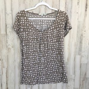 Boden scoop neck tan and white pattern tee size 10